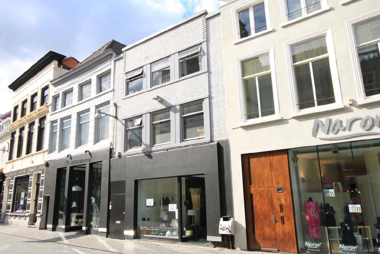 Pastoor van Akenstraat 92 4703 BD Roosendaal € 119.500 kk